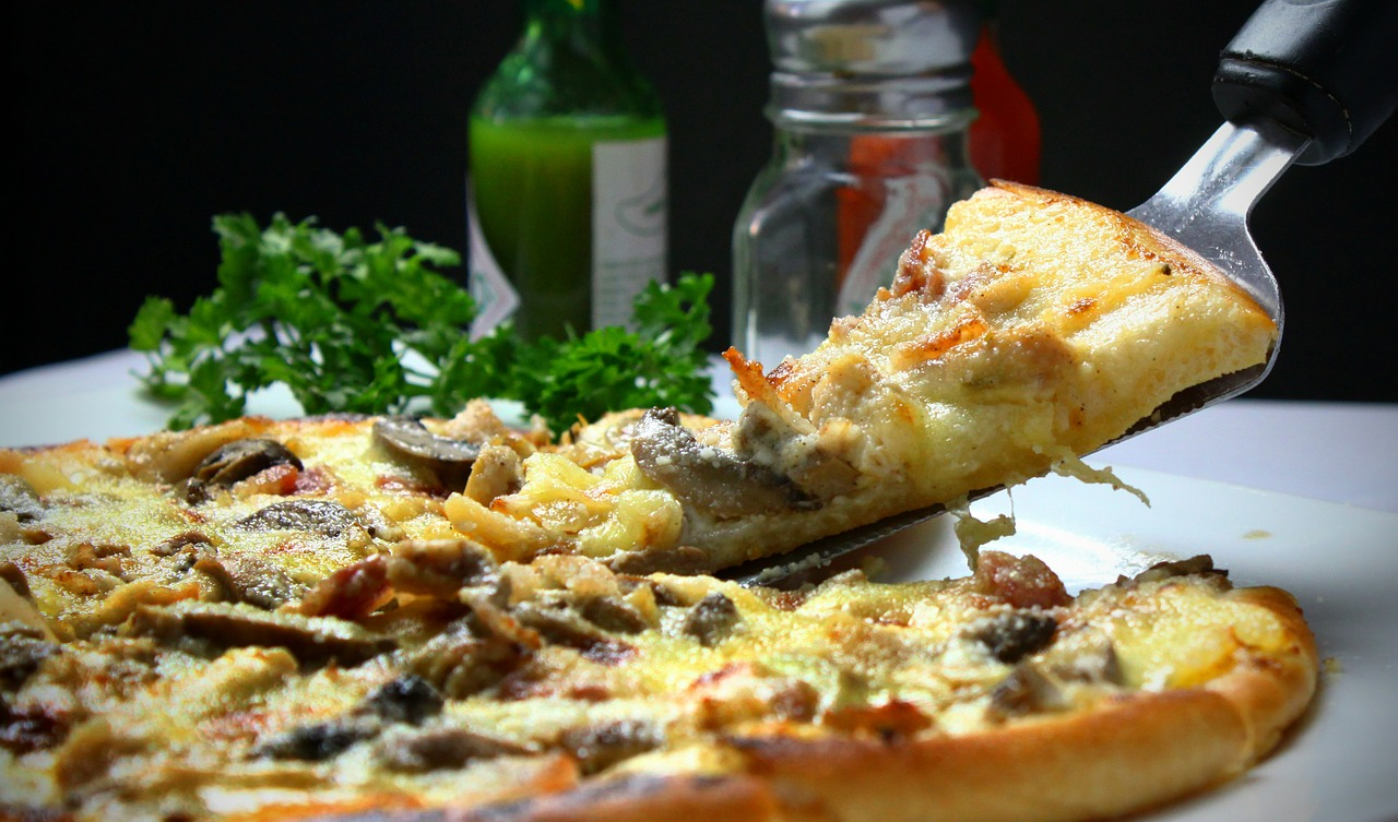 自宅で簡単に作れる!ピザ生地の作り方を6つのステップで徹底解説!